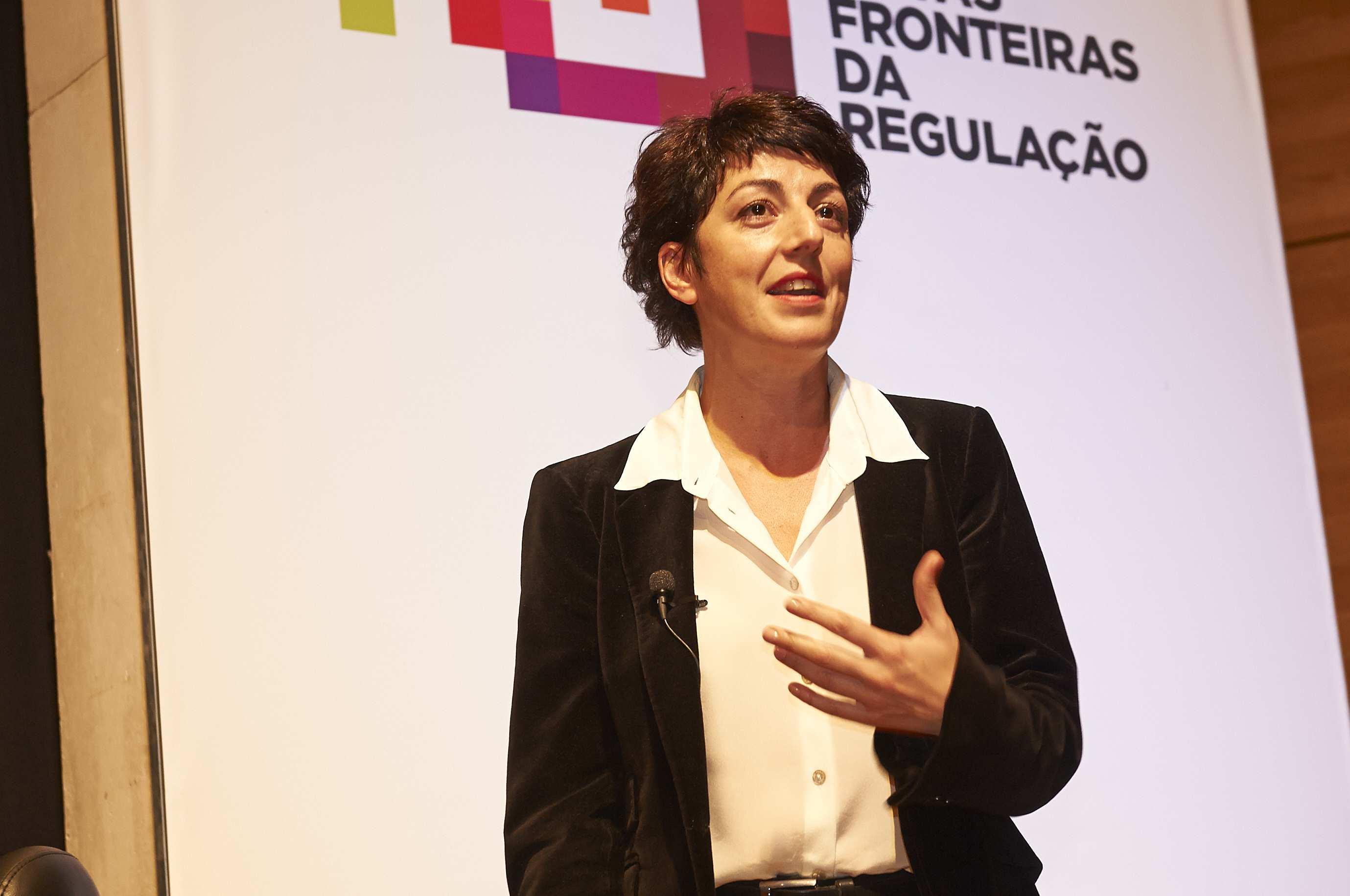 Rosalia Lloret, Relações Institucionais da Online Publishers Association na sua intervenção.