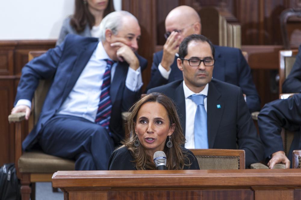 Patrícia Teixeira Lopes, Associate Dean na Porto Business School, a realizar o seu comentário.