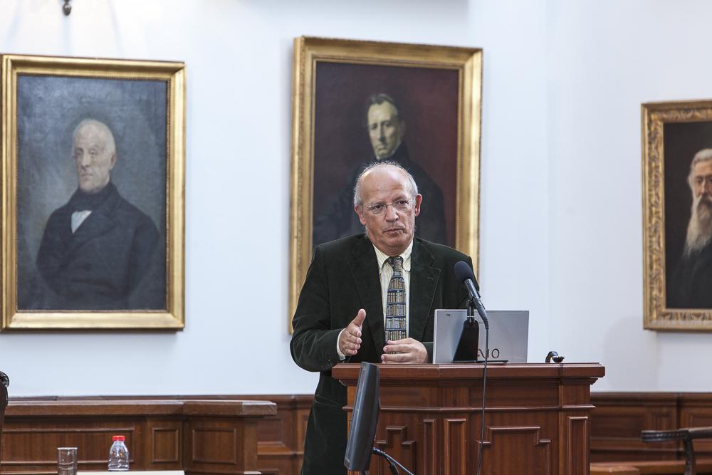 Conferencista Augusto Santos Silva, Professor da Faculdade de Economia da Universidade do Porto, na sua intervenção.