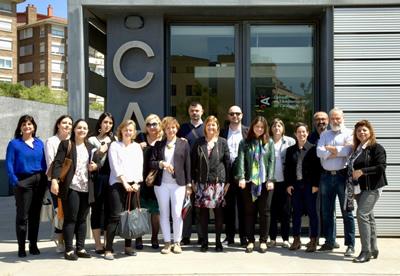 Foto de grupo dos participantes no workshop técnico sobre tratamento informativo da violência de género
